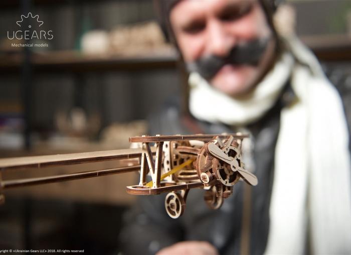 Puzzle 3D Model Aviator din lemn Ugears 12