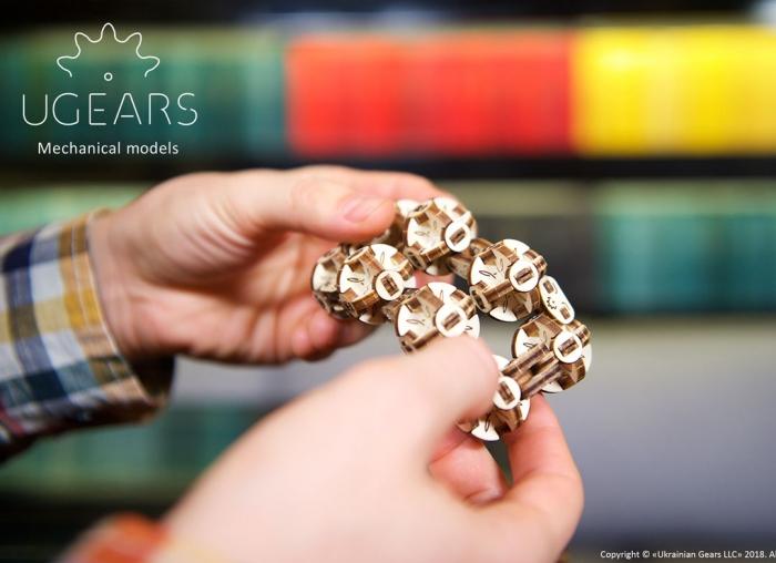 Puzzle 3D Model Flexi-cubus din lemn Ugears 0