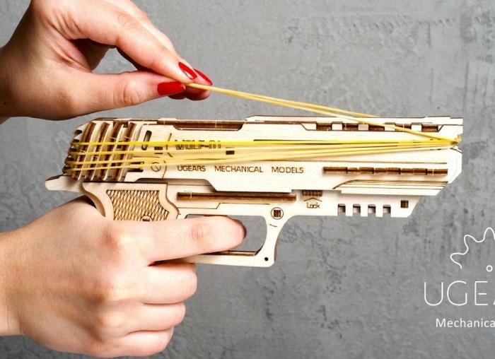 Puzzle 3D Pistol Wolf din lemn Ugears 1