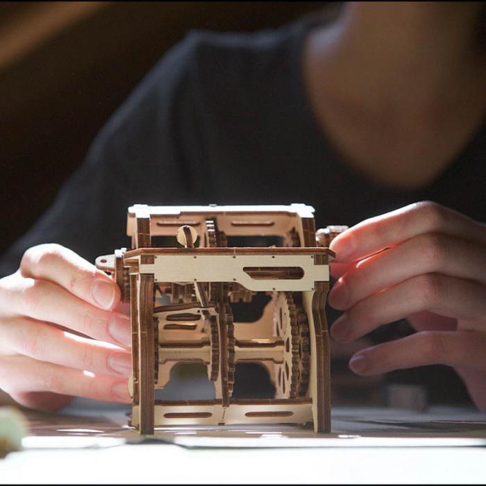 Puzzle 3D STEM Cutia de viteze din lemn Ugears 0