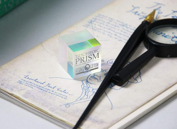 Trichroic Prism Spectacol stiintific de culoare 2