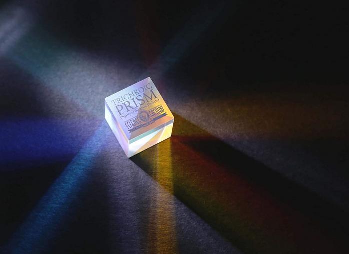 Trichroic Prism Spectacol stiintific de culoare 4