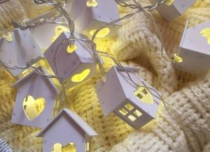 Instalatie de lumini LED Casute de Lemn1