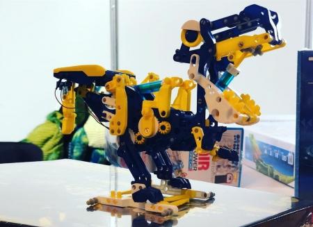 Dinozaur alimentat cu energie solara 12 in 10