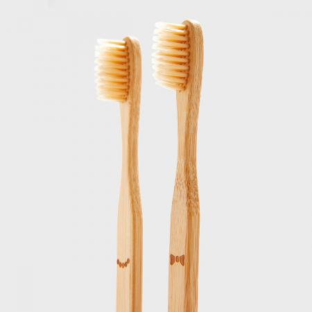Doamna si papionul periute de dinti pentru cupluri2