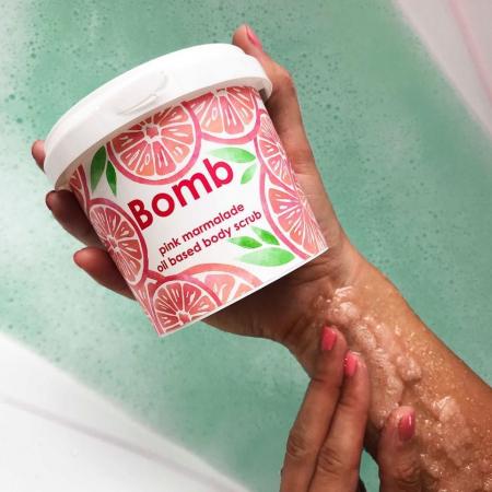 Exfoliant corp Pink Marmalade Bomb Cosmetics1
