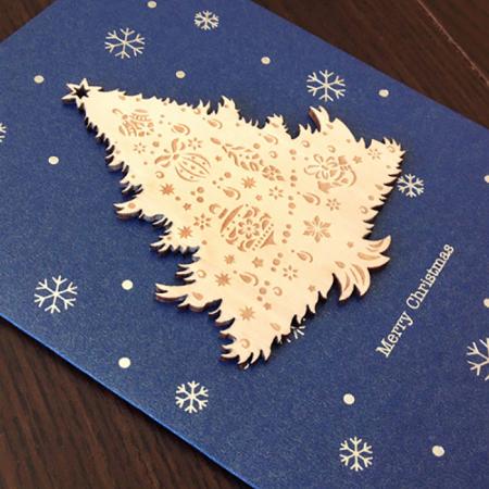 Felicitare de Craciun Ornament din lemn Brad Impodobit1