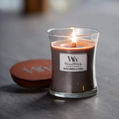 Lumanare parfumata Woodwick black amber citrus Borcan mediu0