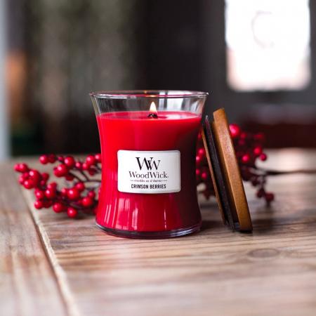 Lumanare parfumata Woodwick crimson berries Borcan mediu0