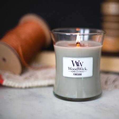 Lumanare parfumata Woodwick fireside Borcan mediu0