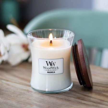 Lumanare parfumata Woodwick magnolia Borcan mediu0