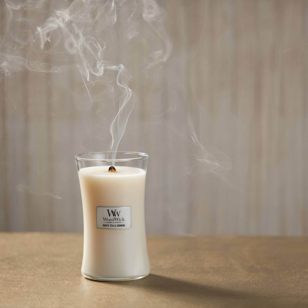 Lumanare parfumata Woodwick white tea jasmine Borcan mediu0
