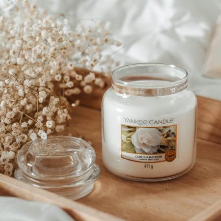 Lumanare parfumata Yankee Candle camelia blossom Borcan mediu0