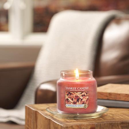 Lumanare parfumata Yankee Candle cinnamon stick Borcan mediu0