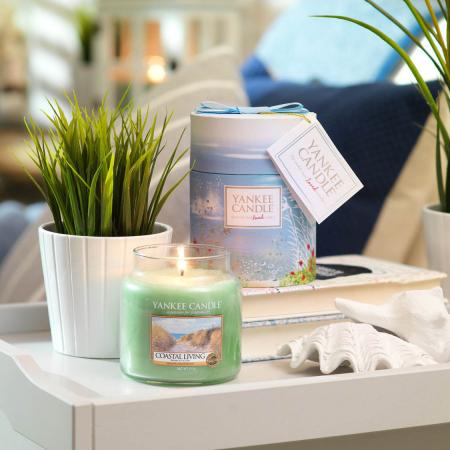 Lumanare parfumata Yankee Candle coastal living Borcan mediu1