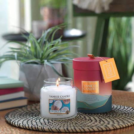 Lumanare parfumata Yankee Candle coconut splash Borcan mediu0