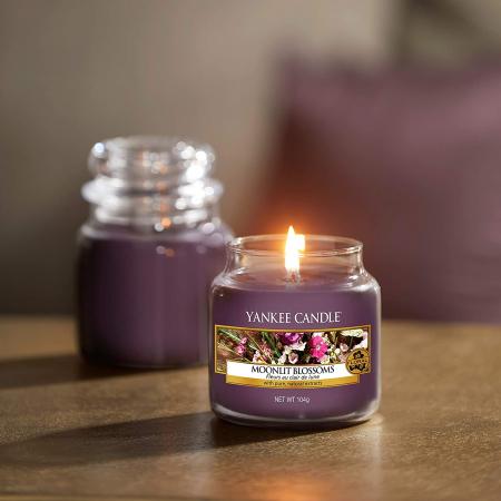 Lumanare parfumata Yankee Candle moonlit blossoms Borcan mic0