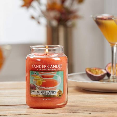 Lumanare parfumata Yankee Candle passion fruit martini Borcan mare0