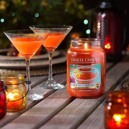 Lumanare parfumata Yankee Candle passion fruit martini Borcan mare1