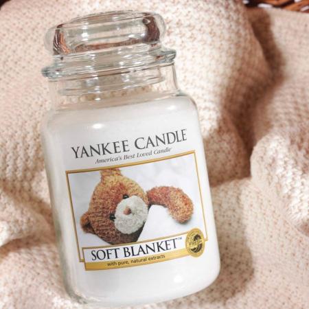 Lumanare parfumata Yankee Candle soft blanket Borcan mare1