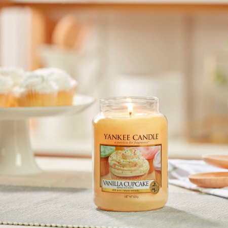 Lumanare parfumata Yankee Candle vanilla cupcake Borcan mare0
