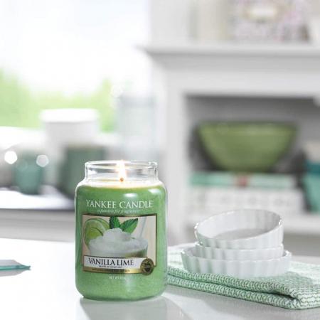 Lumanare parfumata Yankee Candle vanilla lime Borcan mare2