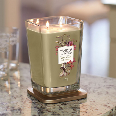 Lumanare parfumata Yankee Candle velvet woods candle elevation collection Borcan mare1