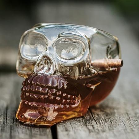 Pahar craniu cu glont0