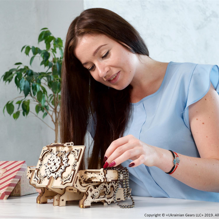 Puzzle 3D Cutie antica de bijuterii Ugears0