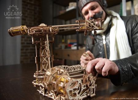 Puzzle 3D Model Aviator din lemn Ugears2