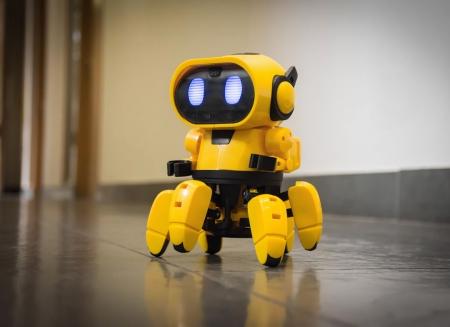 Robot interactiv Tobbie0