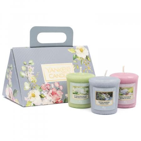 Set cadou lumanari parfumate Yankee Candle 3 votive garden hideaway purse3