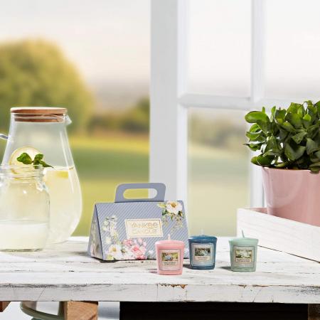 Set cadou lumanari parfumate Yankee Candle 3 votive garden hideaway purse0