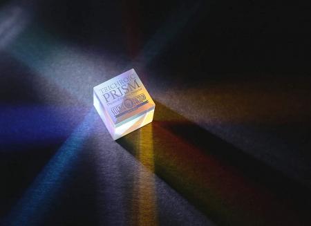 Trichroic Prism Spectacol stiintific de culoare4