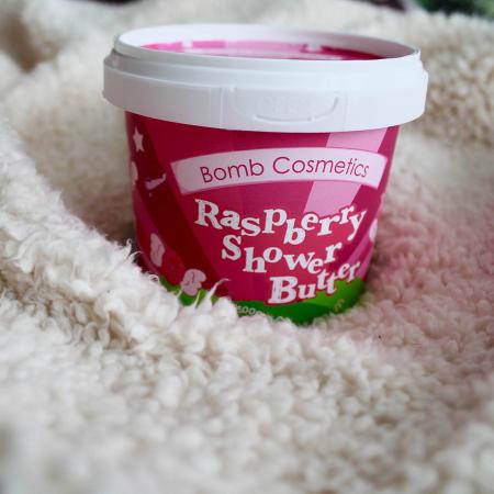 Unt de corp pentru dus Raspberry Blow Bomb Cosmetics1