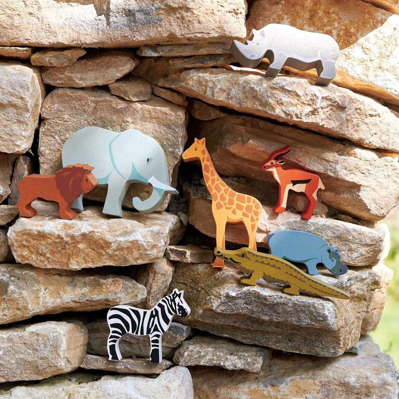 Set jucarii din lemn Raftul cu animale din savana, 8 piese