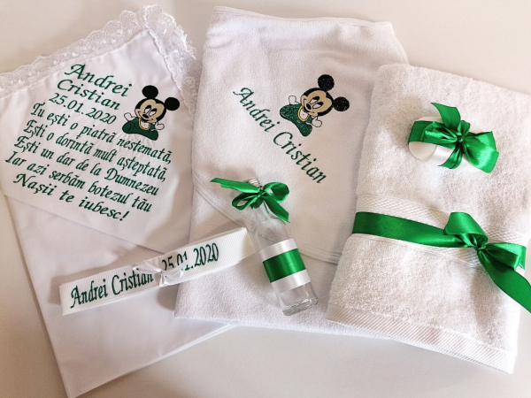 Trusou botez personalizat 6 piese Mickey Mouse Green [0]