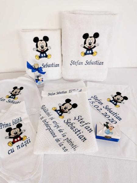 Trusou botez personalizat 9 piese Mickey Mouse [1]