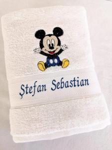 Trusou botez personalizat 9 piese Mickey Mouse [8]