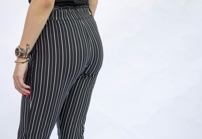 Pantaloni negri cu dungi 3