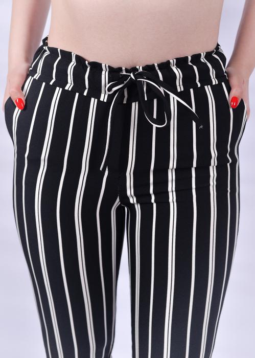 Pantaloni negri cu dungi albe 1