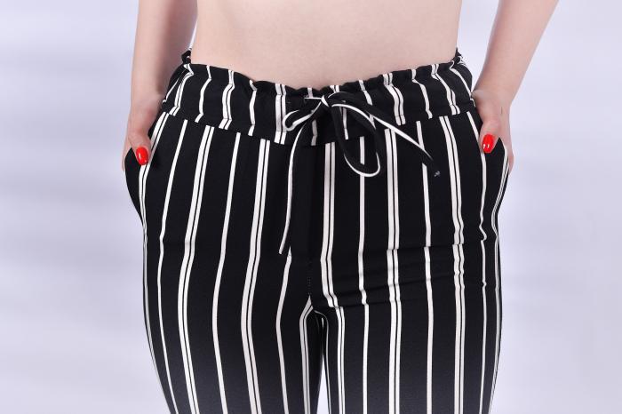 Pantaloni negri cu dungi albe [4]