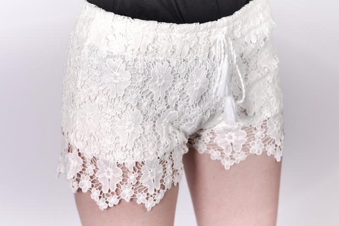 Pantaloni scurti cu dantela 1