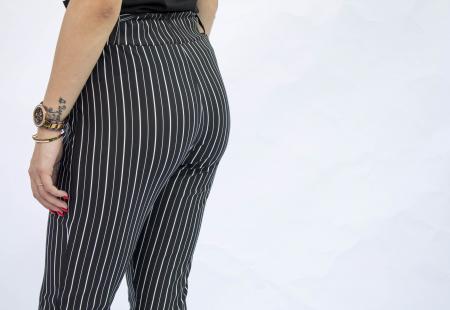 Pantaloni negri cu dungi3