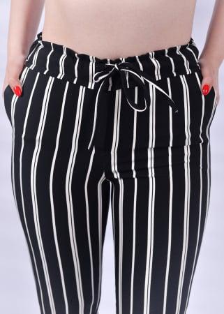 Pantaloni negri cu dungi albe1