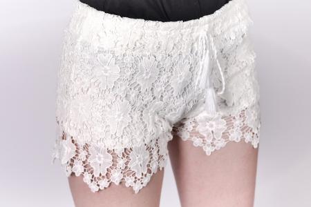 Pantaloni scurti cu dantela1