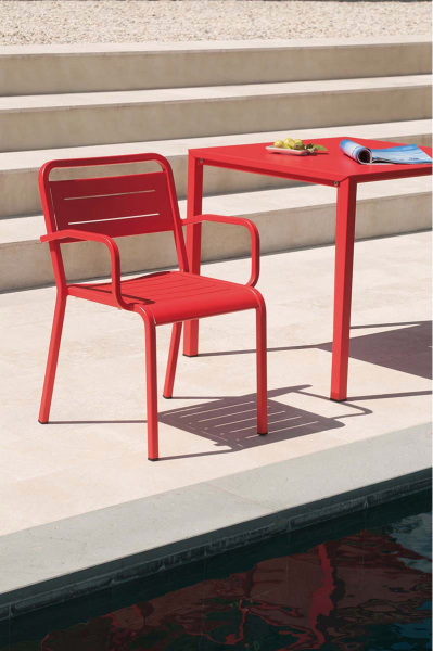 Urban Stackable square table – Emu 13