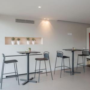 Modern Barstool – Emu [14]