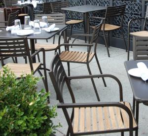 Segno Armchair with teak seat – Emu6