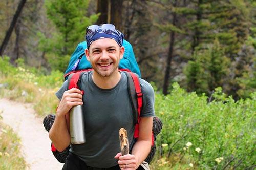 Elemente indispensabile pentru excursiile la munte – Mic ghid pentru începători